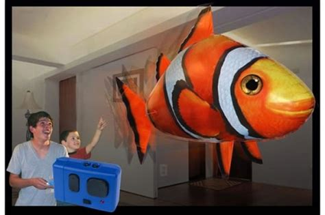 Remote Controlled Flying Clownfish Air Swimmers - Neatorama