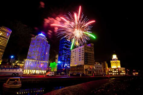 5 Places to Celebrate New Year's Eve in Florida | Carrie