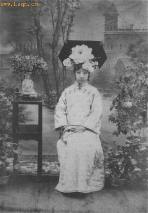 Photos of emperor's concubines in Qing Dynasty[2