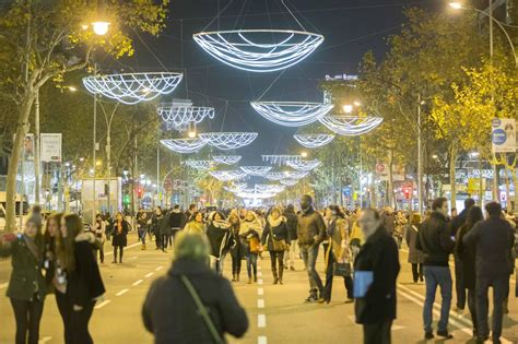 The Shopping Night Barcelona 2016   Things to do in Barcelona